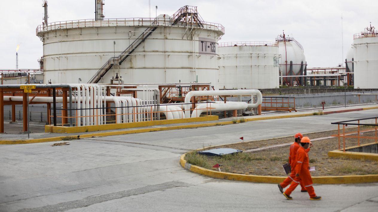 Las seis refinerías de Pemex ya operan al 50 por ciento de su capacidad, informó el Presidente de México, en su conferencia matutina.