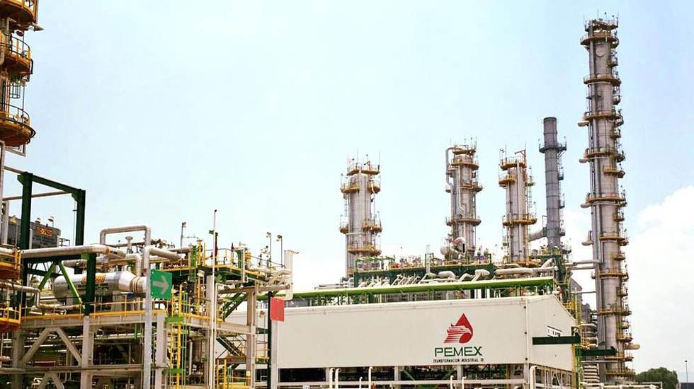 """Probable que Pemex """"batalle"""" para producir gasolina regular este año: OPIS"""